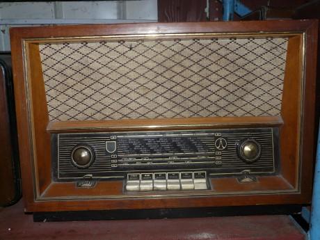 Elektronkové rádio Tesla Rondo 2 [Zdroj: http://www.franta-radios.estranky.cz]